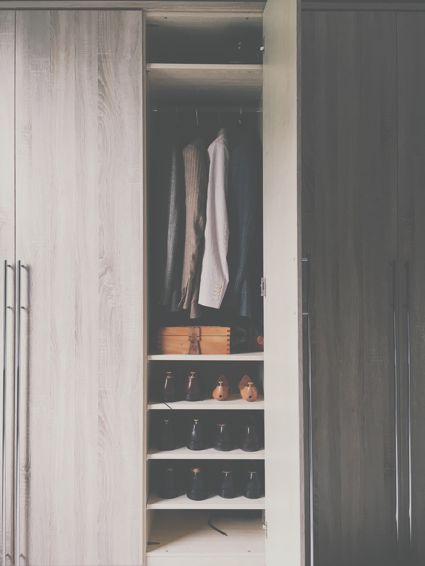 10 Tips To Get Your Closet Organized For Summer